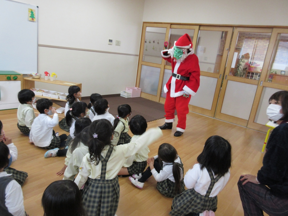 サンタが幼稚園にやって来た!